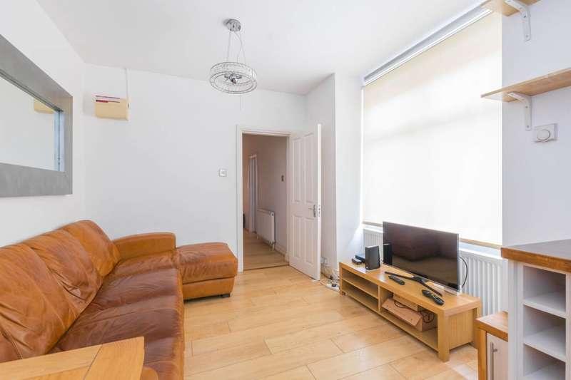 2 Bedrooms Flat for rent in St Margarets Avenue, Turnpike Lane, N15