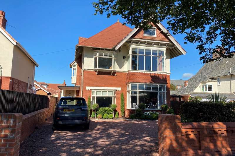 5 Bedrooms Detached House for sale in St Patricks Road South, Lytham St Annes, FY8