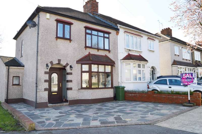 3 Bedrooms Semi Detached House for sale in Rosslyn Avenue, Harold Wood