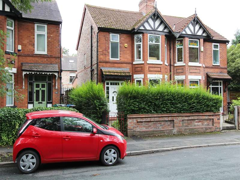 5 Bedrooms House for rent in Old Hall Lane, Fallowfield, M19