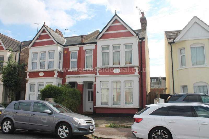 2 Bedrooms Flat for sale in Claremont Road, Westcliff On Sea