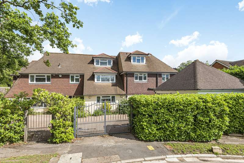 5 Bedrooms Detached House for sale in Lynne Walk, Esher, KT10