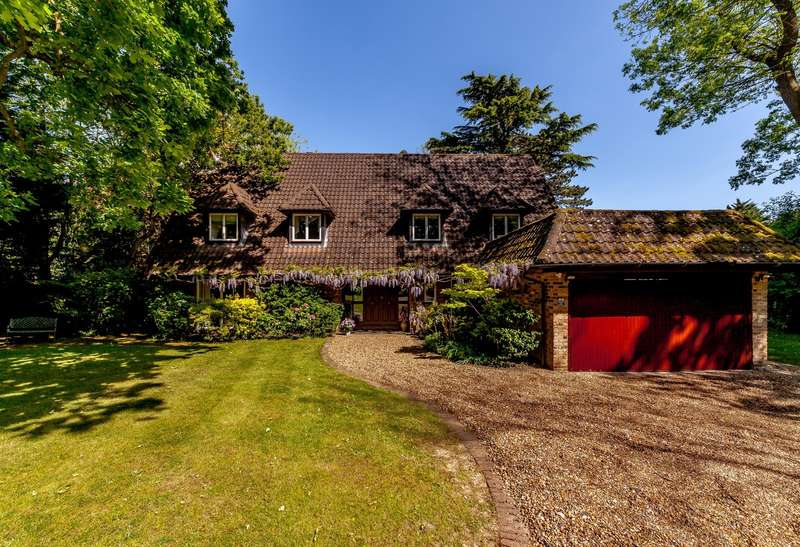 4 Bedrooms Detached House for sale in Claremont Lane, Esher, KT10