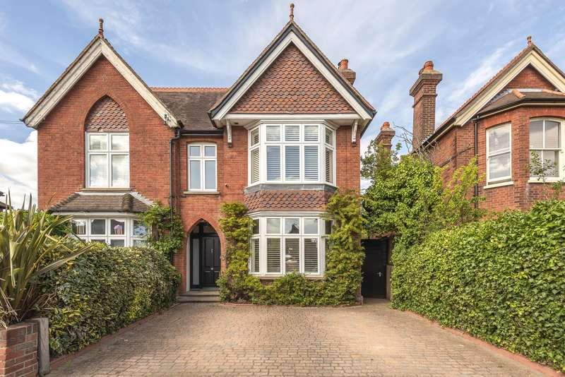 3 Bedrooms Semi Detached House for sale in Abbey Road, Chertsey, KT16