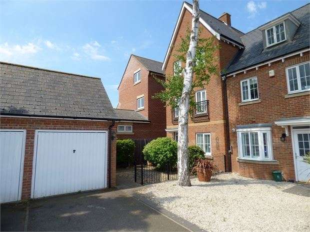 4 Bedrooms Semi Detached House for sale in Windsor Close, Witham, Witham, Essex. CM8 1GH
