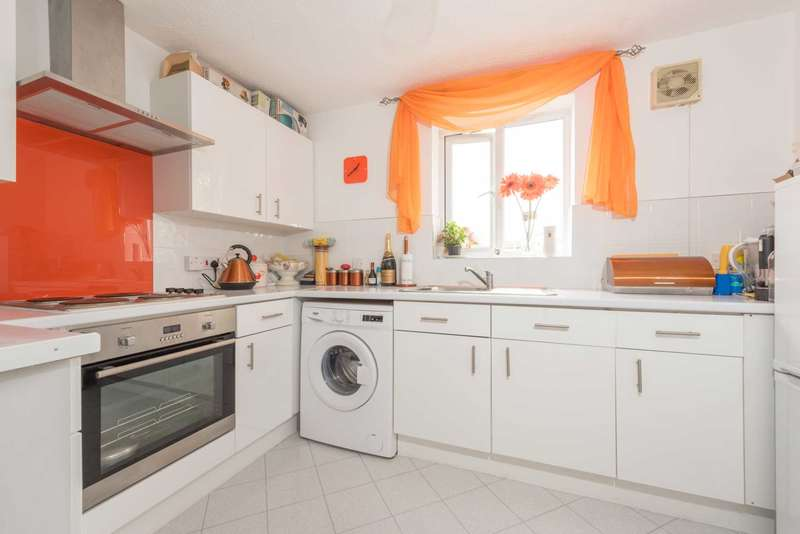 1 Bedroom Flat for sale in Montrose Court, Cumberland Place, Catford, SE6 1