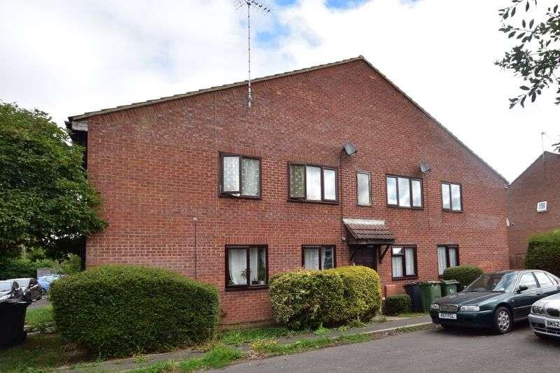 2 Bedrooms Property for rent in Moore Close, Farnham