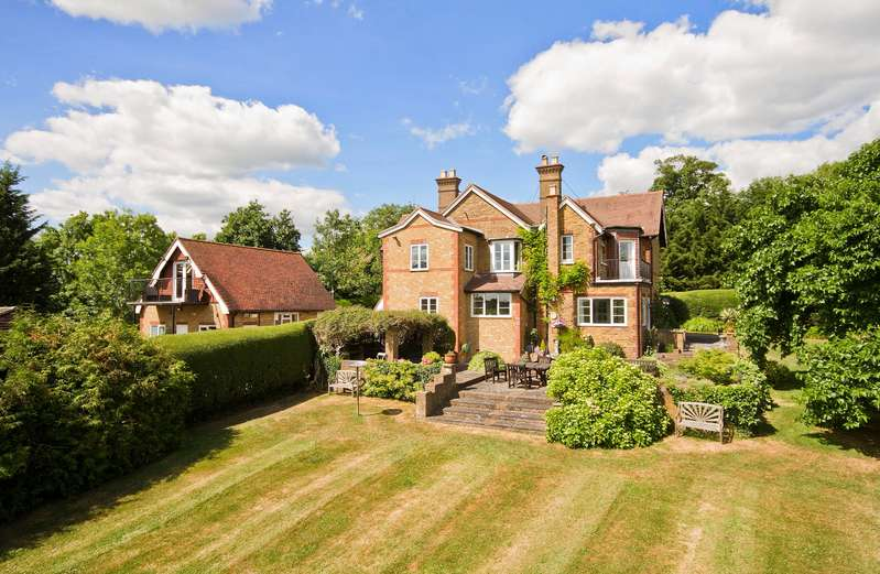 4 Bedrooms Detached House for sale in London Road, Rickmansworth