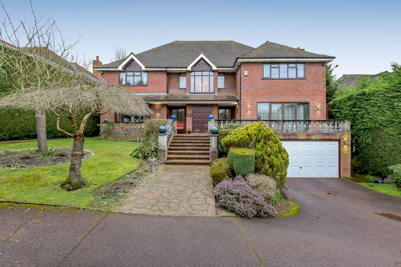5 Bedrooms Detached House for sale in Russell Close, Moor Park