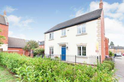 4 Bedrooms Detached House for sale in Banks Drive, Sandy, Bedfordshire