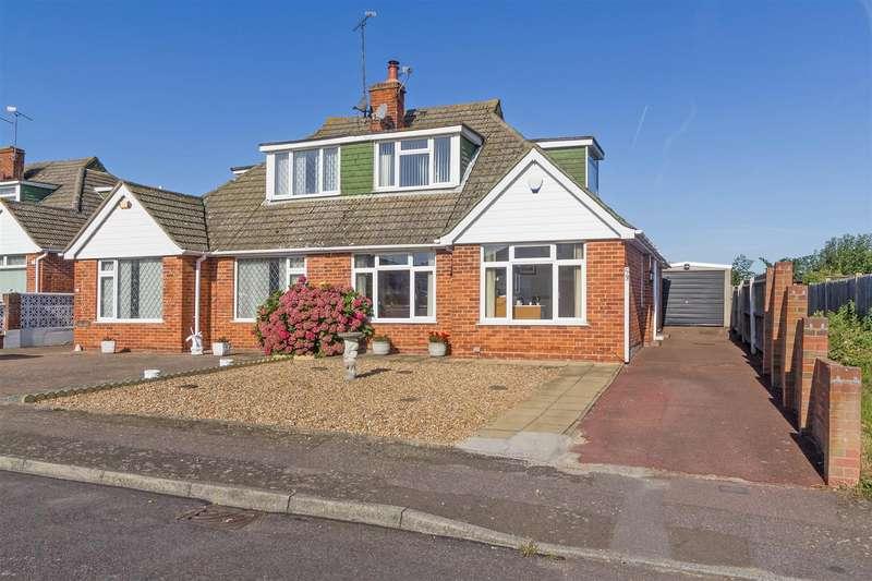 3 Bedrooms Chalet House for sale in Woodside Gardens, Sittingbourne