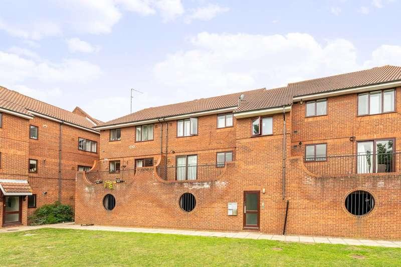 2 Bedrooms Flat for sale in Steve Biko Way, Hounslow, TW3