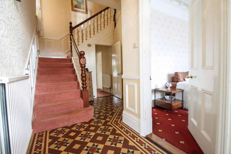 5 Bedrooms Semi Detached House for sale in Carnarvon Road, Clacton-on-Sea