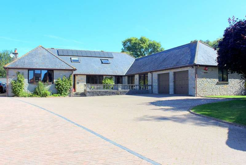 5 Bedrooms Detached House for sale in Weymouth Road, Evercreech