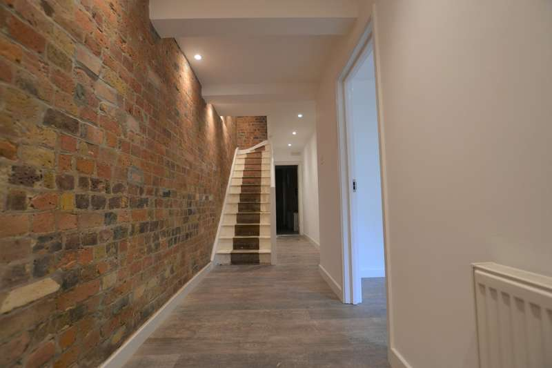 3 Bedrooms Flat for sale in Bow, London, E3