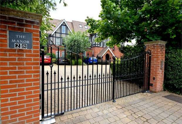 2 Bedrooms Flat for sale in The Manor, Cavendish Road, Dean Park