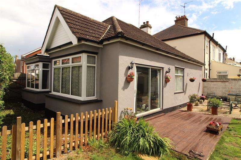 3 Bedrooms Bungalow for sale in Inverness Avenue, Westcliff-on-Sea, Essex, SS0