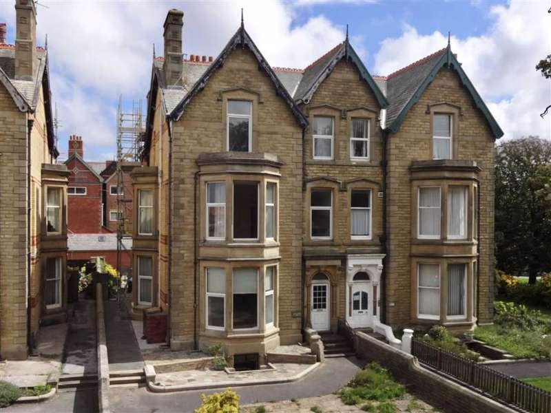 7 Bedrooms Semi Detached House for sale in Clifton Drive North, St Annes On Sea