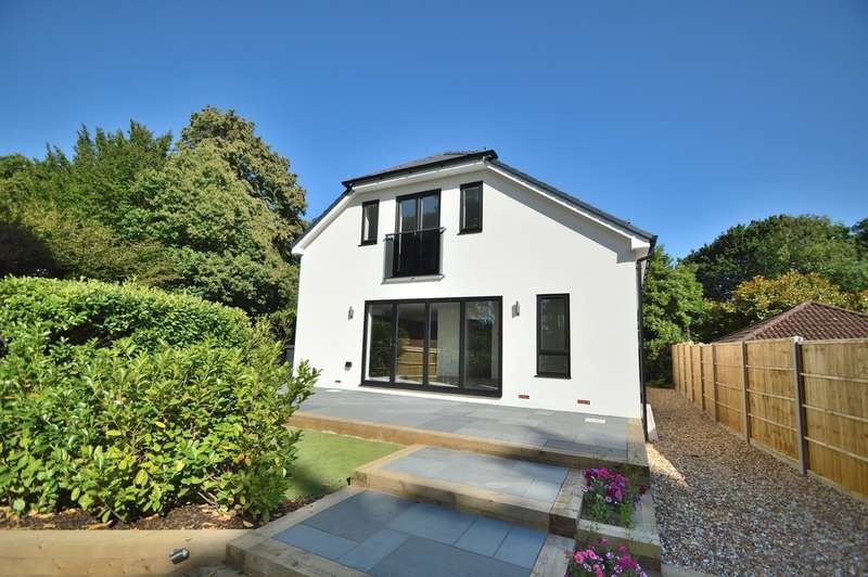 4 Bedrooms Detached House for sale in Winchester Road, Chandler's Ford