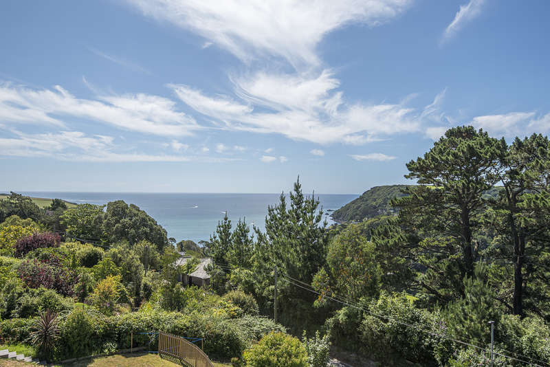 5 Bedrooms Detached House for sale in Main Road, Salcombe