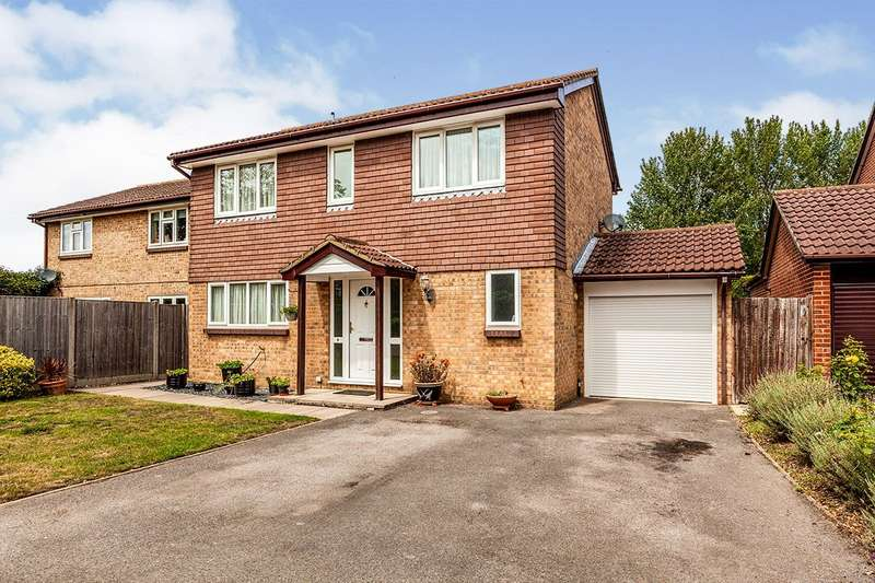 4 Bedrooms Detached House for sale in Ambleside Way, Egham, TW20