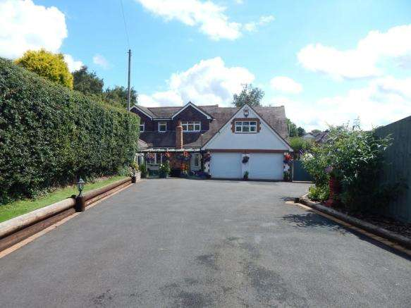 5 Bedrooms Detached House for sale in White Lodge, Boney Hay Road, Burntwood