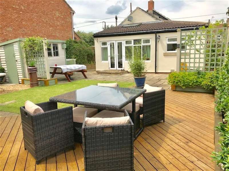 2 Bedrooms Bungalow for sale in Thornborough, Bedale, DL8 2RF