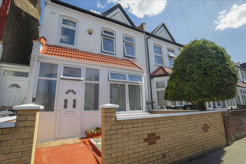 3 Bedrooms End Of Terrace House for sale in Langdale Road