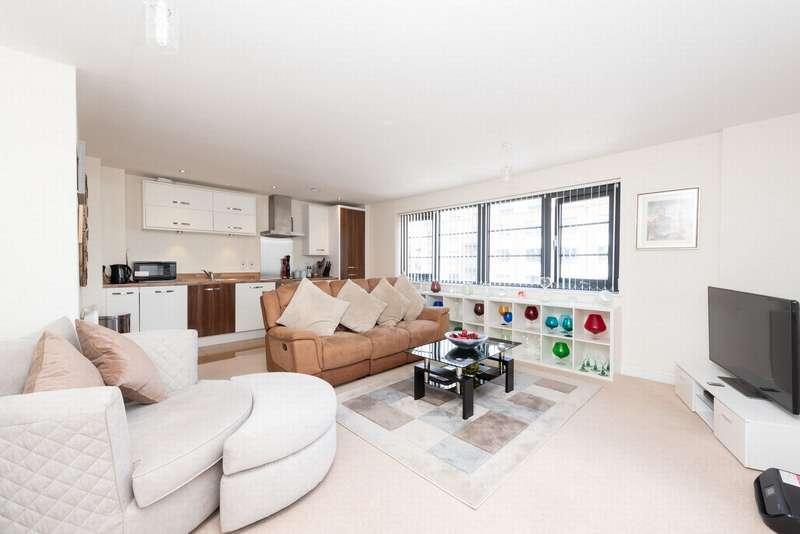 2 Bedrooms Apartment Flat for sale in Kestrel Road, Farnborough, GU14
