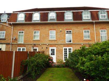 3 Bedrooms Terraced House for sale in Holland House Road, Walton-Le-Dale, Preston, Lancashire