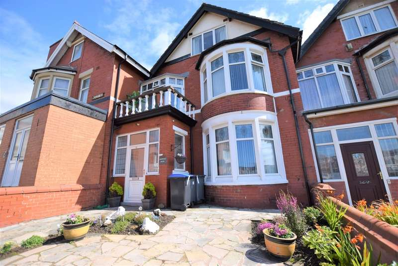 6 Bedrooms Terraced House for sale in Finchley Road, Blackpool