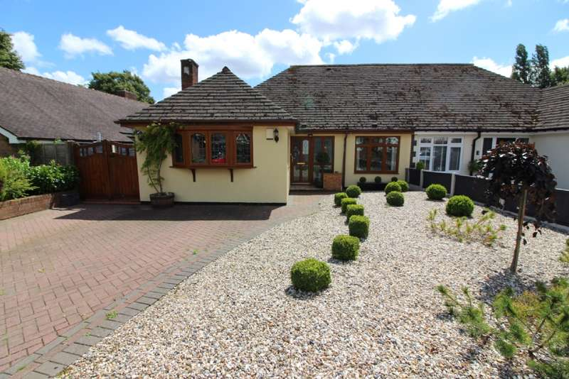 3 Bedrooms Semi Detached Bungalow for sale in Baytree Close, Bloxwich