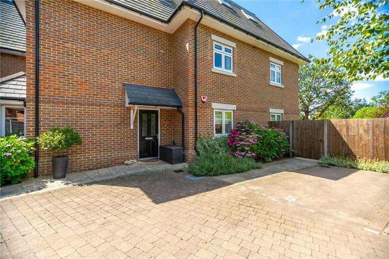 2 Bedrooms Flat for sale in The Avenue, Camberley, Surrey, GU15