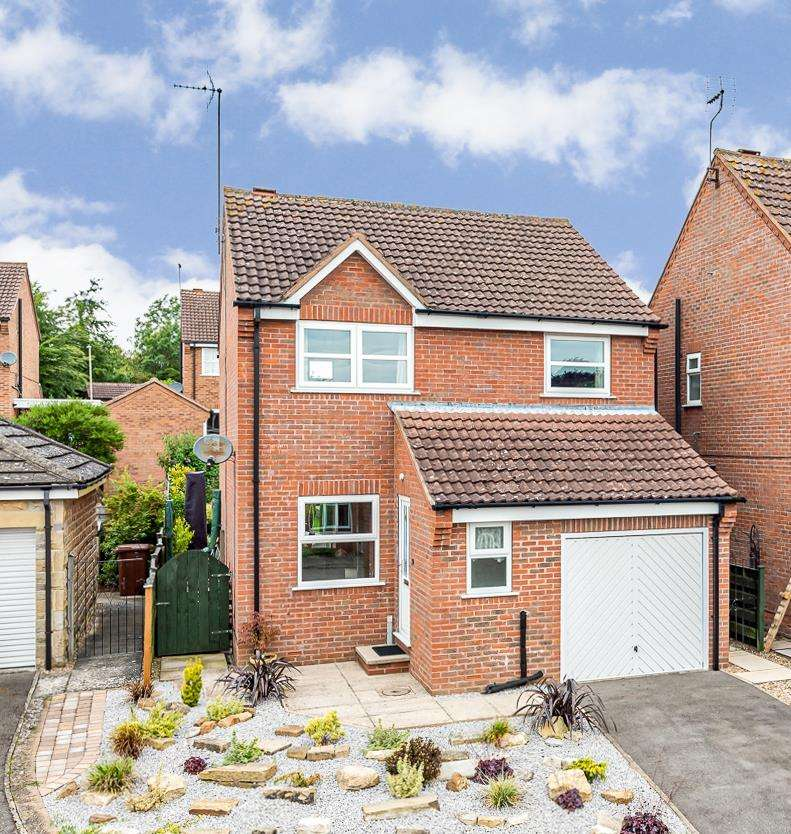 3 Bedrooms Detached House for sale in 10 Duncombe Close, Malton, YO17 7YY