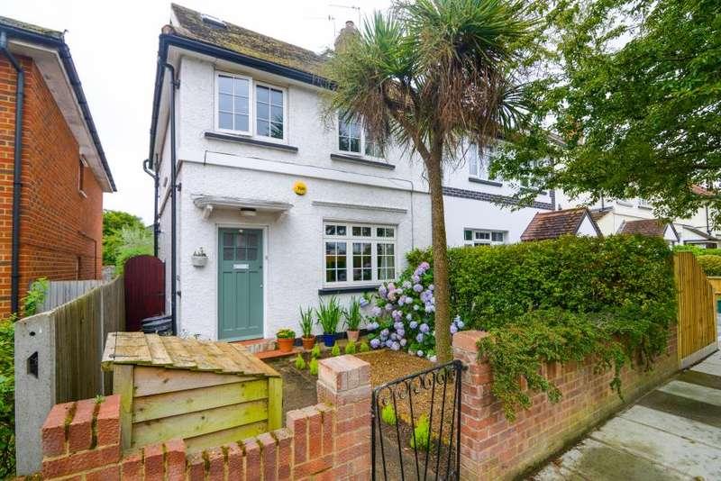 4 Bedrooms Semi Detached House for sale in Clonmel Road, Teddington