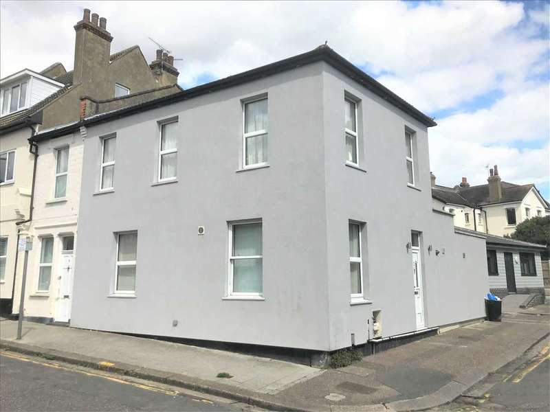 2 Bedrooms End Of Terrace House for rent in Westcliff On Sea