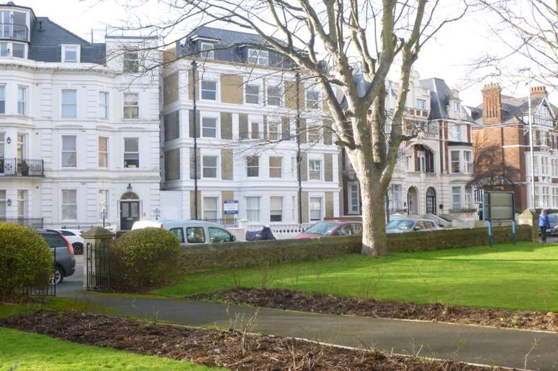 2 Bedrooms Flat for rent in Trinity Crescent, Folkestone, CT20