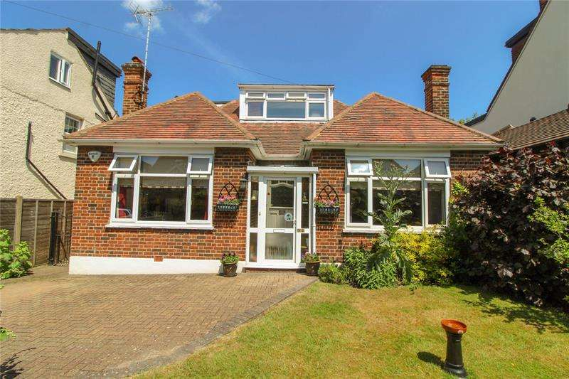 4 Bedrooms Bungalow for sale in Wentworth Road, High Barnet, Hertfordshire, EN5