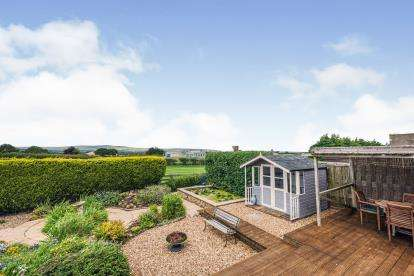 3 Bedrooms Bungalow for sale in Prospect Field, High Hawsker, Whitby, North Yorkshire
