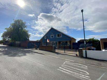 4 Bedrooms Detached House for sale in Gypsy Lane, Nunthorpe, Middlesbrough, Uk