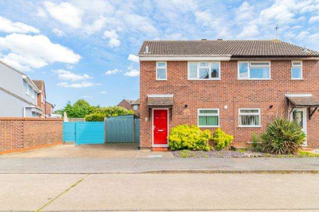 3 Bedrooms Semi Detached House for sale in Dixon Avenue, Clacton-on-Sea, Essex