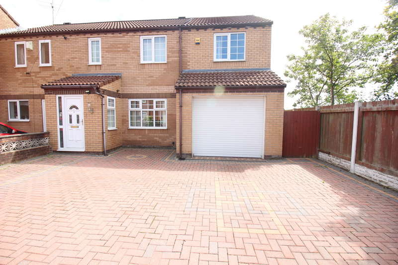 4 Bedrooms Semi Detached House for sale in Beverley Close, Ashton-on-ribble