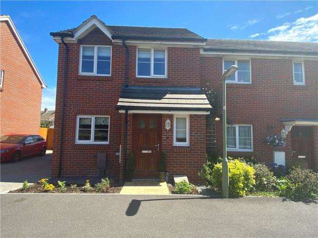 2 Bedrooms Semi Detached House for sale in South Downs Rise, Havant, Hampshire