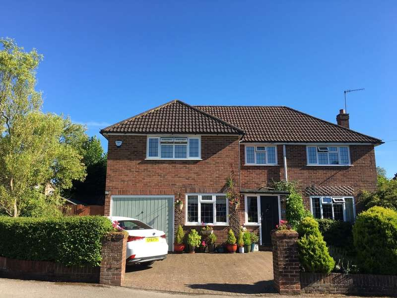 4 Bedrooms Detached House for sale in Bell Meadow, Godstone