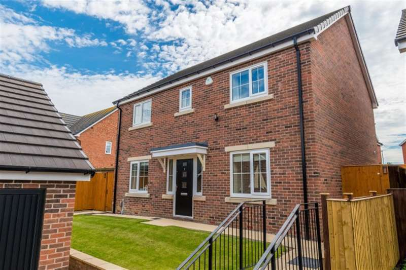 4 Bedrooms Detached House for sale in Dunstan Court, Pudsey, LS28