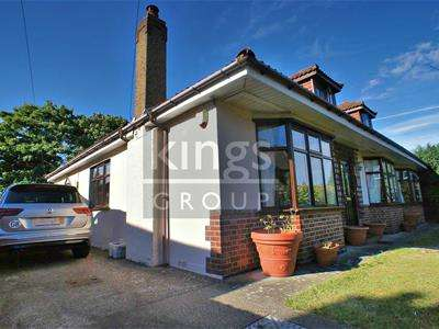 4 Bedrooms Detached Bungalow for sale in Monkswood Avenue, Waltham Abbey