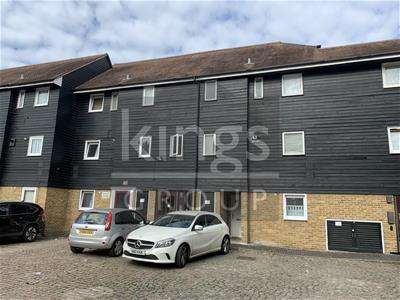 1 Bedroom Flat for sale in Romeland, Waltham Abbey