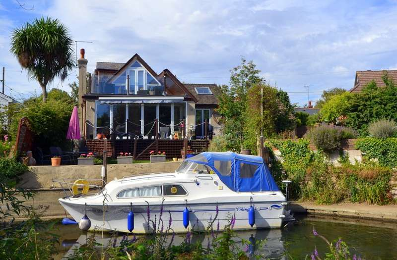 4 Bedrooms Detached House for sale in The Creek, Sunbury-On-Thames, TW16