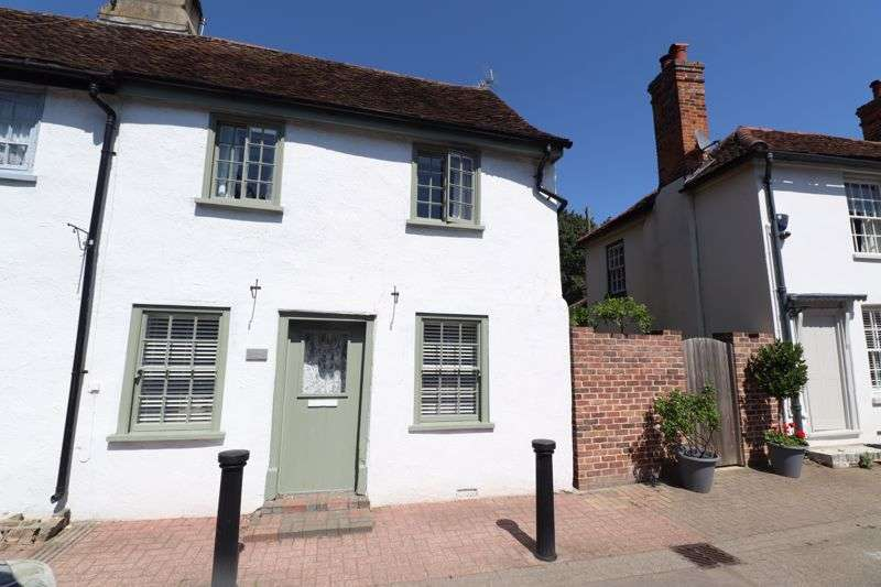 2 Bedrooms Property for sale in Church Square, St. Osyth