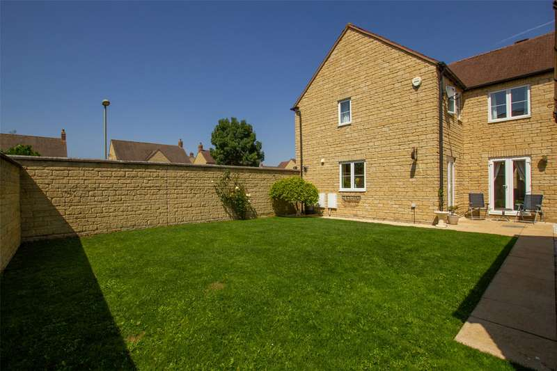 4 Bedrooms Detached House for sale in Trefoil Way, Carterton, Oxfordshire, OX18